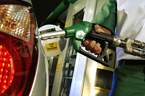 Petrobras anuncia altas no preço da gasolina e queda no diesel